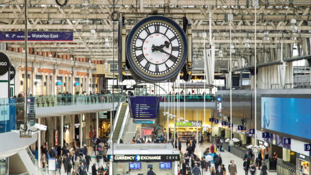 Clock and Crowds at Waterloo Station - Timelapse