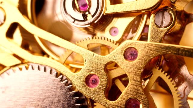 vidéos et rushes de engrenages d'horloge - instrument de mesure du temps