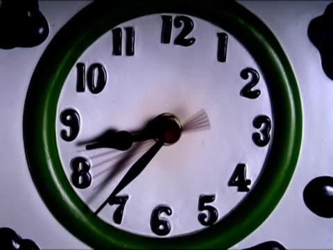 vídeos y material grabado en eventos de stock de indica el tiempo de reloj - número 9