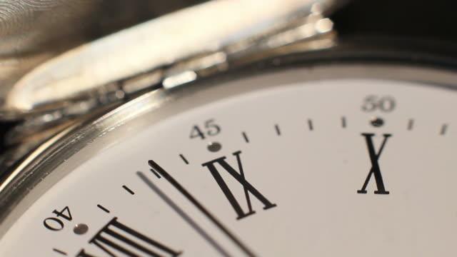 clock mark the hours. time passes inexorably - romersk siffra bildbanksvideor och videomaterial från bakom kulisserna