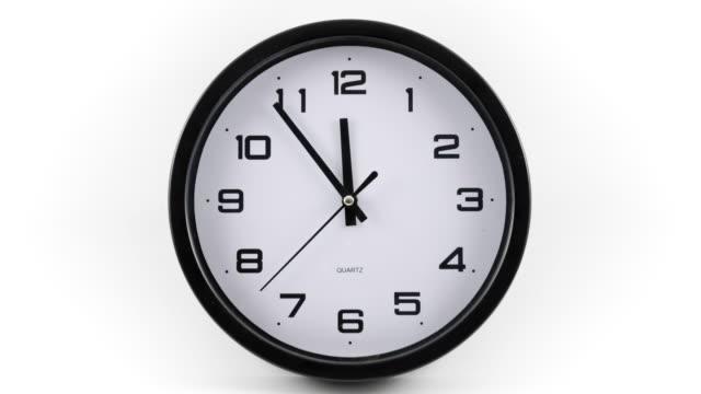 vídeos de stock, filmes e b-roll de relógio com lapso de tempo - relógio