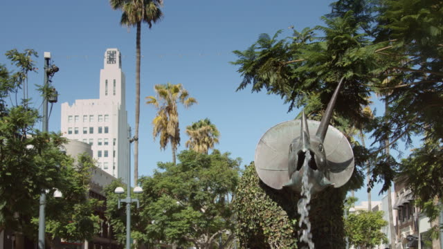 clock tower and dinosaur in santa monica - lockdown viewpoint stock videos & royalty-free footage