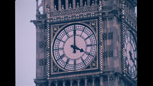 ws clock tower houses of parliament tu ws clock face zi ms clock face w/ hands on 12 4 westminster chime chiming four vs school girls playing soccer... - turmuhr stock-videos und b-roll-filmmaterial