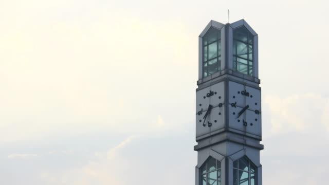 stockvideo's en b-roll-footage met clock tower in morning against blue sky,time lapse - klokkentoren met wijzerplaat
