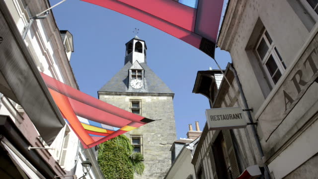 vidéos et rushes de clock tower in old town of amboise - tour de l'horloge tour