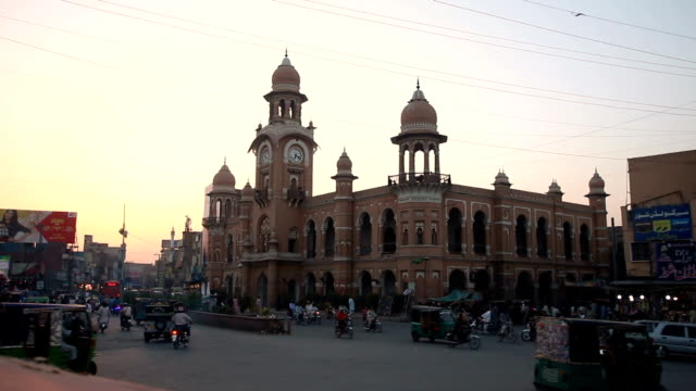 clock tower, multan, pakistan - amt stock-videos und b-roll-filmmaterial