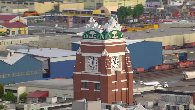 vídeos de stock, filmes e b-roll de ms aerial clock tower of starbucks center corporate headquarters / seattle, washington, united states - starbucks
