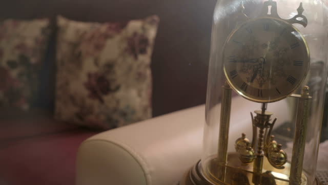vídeos de stock e filmes b-roll de clock with a pendulum in a form of rotating balls - antiguidades