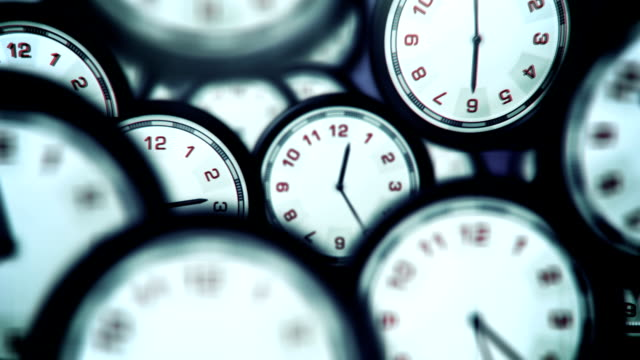 stockvideo's en b-roll-footage met clocks running fast - loop - klok