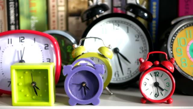 vídeos y material grabado en eventos de stock de clocks ticking - colección