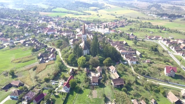 vidéos et rushes de clockwise flight around the fortified church in cincu - transylvanie