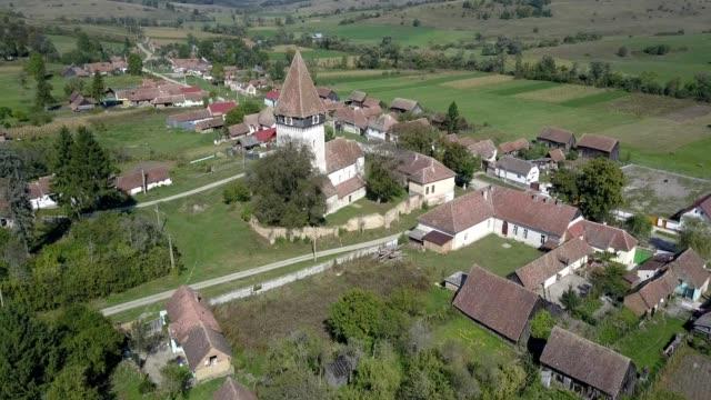 clockwise flight around the fortified church in toarcla - siebenbürgen stock-videos und b-roll-filmmaterial