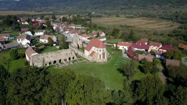 vidéos et rushes de clockwise revolving flight around carta monastery - transylvanie