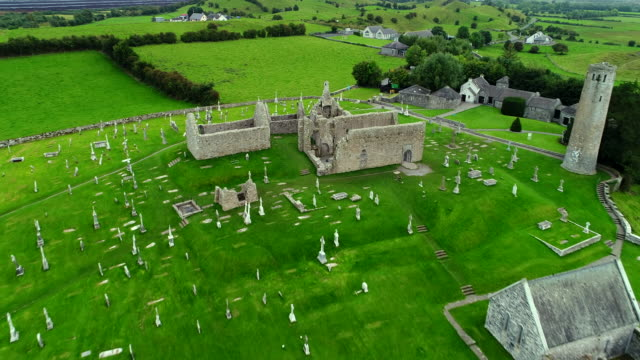 clonmacnoise cathedral ruins, ireland - old ruin stock videos & royalty-free footage