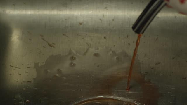 vidéos et rushes de close angle of fluid draining into sink. medical procedures. - bonde