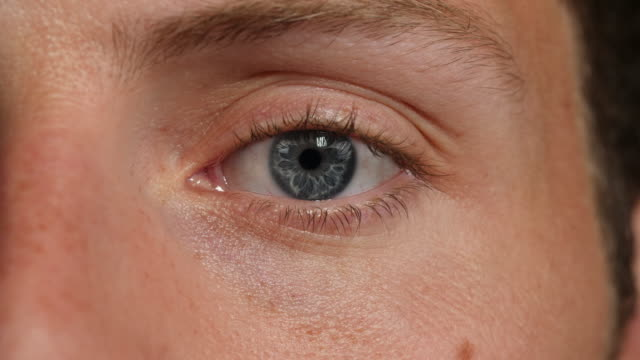 close shot of a man's left eye. - mann stock-videos und b-roll-filmmaterial