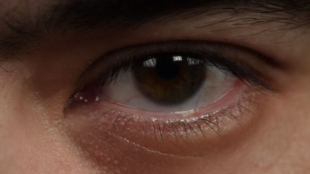 close shot of a man's left eye. - 人間の眼点の映像素材/bロール