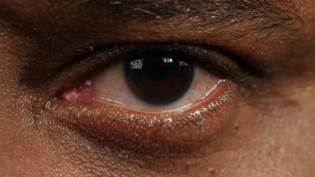 vidéos et rushes de close shot of a man's left eye. - résolution 4k