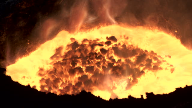 close shot of a molten iron bubbling in a foundry. - industria metallurgica video stock e b–roll