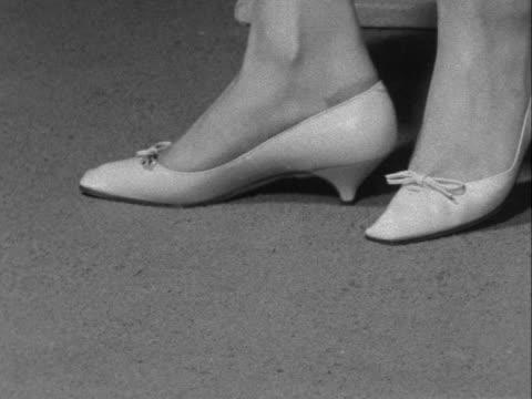 stockvideo's en b-roll-footage met close shot of a pair of shoes - dameskleding