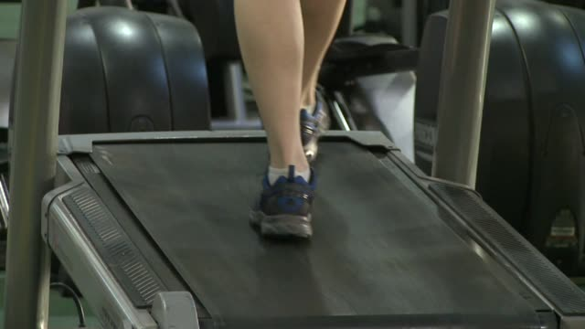 stockvideo's en b-roll-footage met close shot of feet walking on treadmill at national institute for fitness and sport on october 06 2013 in indianapolis indiana - ellips
