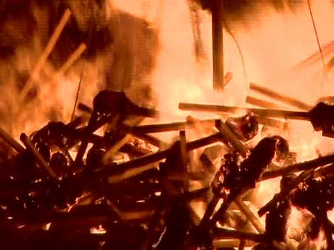 close shot of flaming torches being thrown onto a burning replica viking galley for the annual up helly aa festival - galeere stock-videos und b-roll-filmmaterial