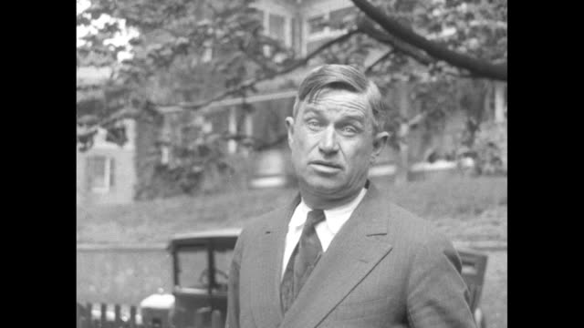 Close shot of humorist/actor Will Rogers talking to camera after his visit to Woodrow Wilson's birthplace in VA / Note exact month/day not known