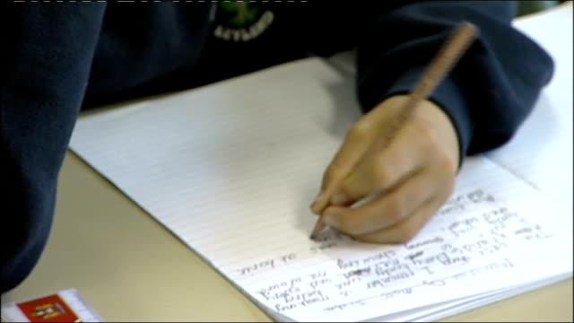 vídeos y material grabado en eventos de stock de close shot of left-handed child writing essay - a la izquierda de