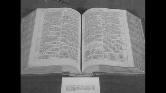 """close shot of pages of open complutensian polyglot bible / closer shot of pages of same bible / close shot of card below open bible saying """"the... - bibbia video stock e b–roll"""