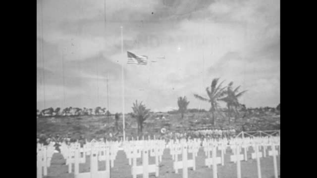 "vídeos de stock e filmes b-roll de close shot of sign saying ""4 div cemetery,"" grave markers in background / two shots of rows of grave markers with small us flag next to each one /... - world war ii"