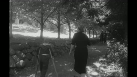 """vidéos et rushes de close shot of sign saying """"to the grave of theo. roosevelt"""" / woman and two boys walking along pathway / woman and two boys walking up to iron bar... - long island"""