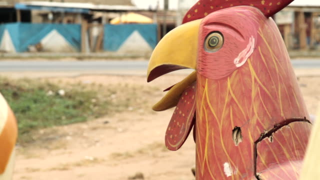 stockvideo's en b-roll-footage met close shot of the front of a coffin, shaped in the form of a cockerel. - doodskist