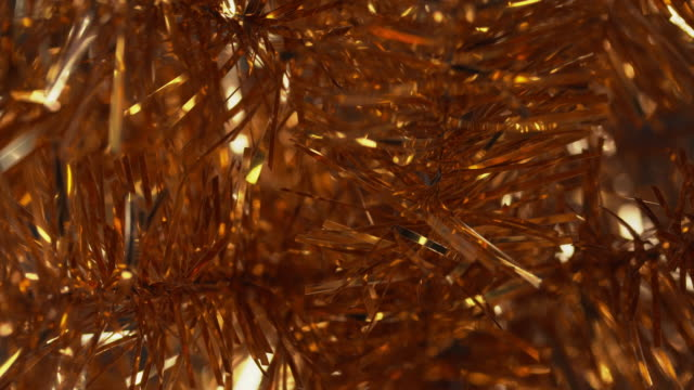close shot on a gold tinsel christmas tree. - lametta stock-videos und b-roll-filmmaterial