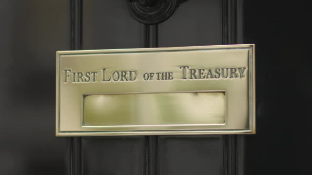 close shot sequence on the door of ten downing street. - downing street stock videos and b-roll footage