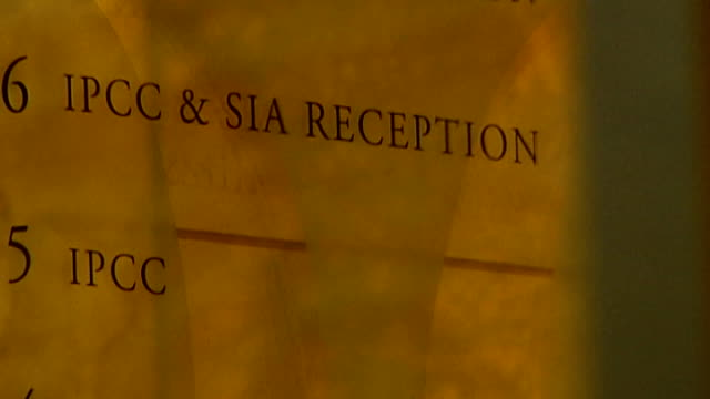 vidéos et rushes de close shot sign for independent police complaints commission slow motion general view ipcc office building - indépendance