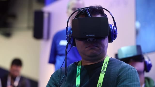 vídeos de stock, filmes e b-roll de close up a man trying out the latest 3d glasses designed for gaming general views of the 2014 international consumer electronics show in las vegas... - painel de cristal líquido