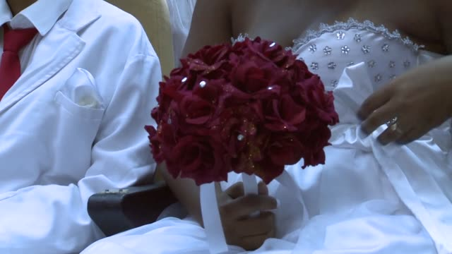 vídeos de stock, filmes e b-roll de close up a woman is holding a bouquet of flowers at what was billed as the world's largest communal gay wedding on december 8 2013 in rio de janeiro... - bouquet