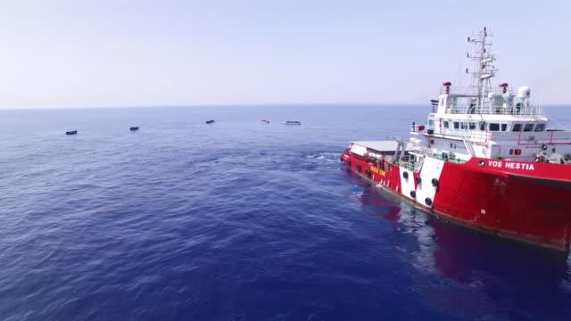 vídeos y material grabado en eventos de stock de close up aerial footage of a ship; vos hestia rescuing migrants of the italian coast, 2017 - equipo de seguridad
