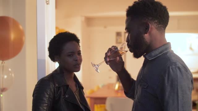 vídeos de stock, filmes e b-roll de close up, african american couple talk at dinner party - boyfriend