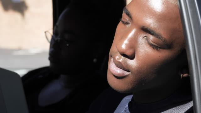 vidéos et rushes de close up, african american student sleeps in car - deux personnes