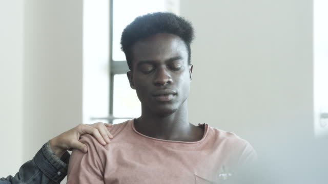close up, african american teenager cries at group therapy - terapia alternativa video stock e b–roll