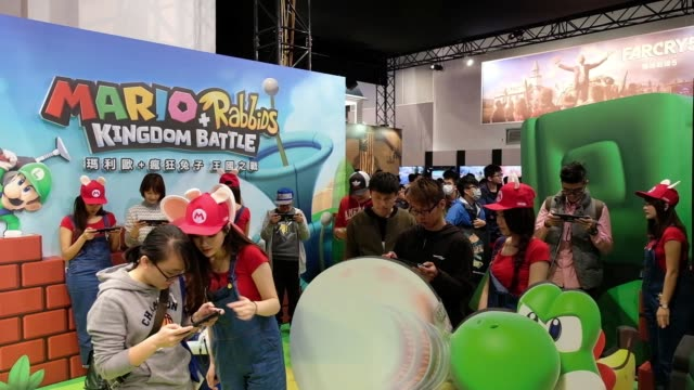vídeos de stock, filmes e b-roll de close up, an attendee plays a game of nintendo co. mario+rabbids kingdom battle on nintendo switch video game consoles during the 2018 taipei game... - game show
