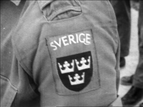 b/w 1967 close up arm of swedish un soldier with sverige patch / middle east / newsreel - menschlicher arm stock-videos und b-roll-filmmaterial