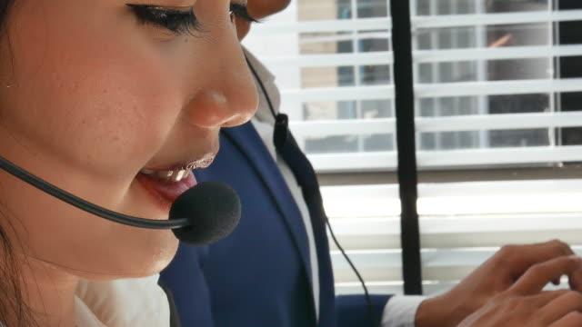 närbild av asiatiska callcenter - skjorta och slips bildbanksvideor och videomaterial från bakom kulisserna