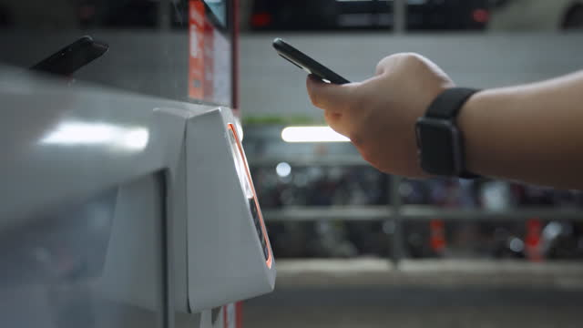 close up asian man paying with smartphone on automatic machine - e commerce stock videos & royalty-free footage