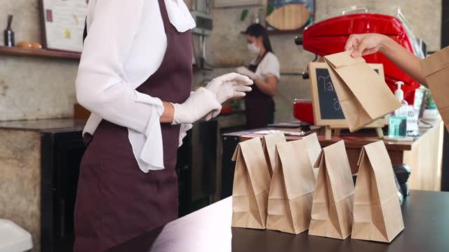 close up asian waitress preparing take away food while customer choose order from them .slow motion dolly shot 4k - 4k stock videos & royalty-free footage