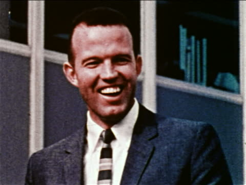 1959 close up astronaut gordon cooper wearing suit smiling / newsreel - einzelner mann über 30 stock-videos und b-roll-filmmaterial