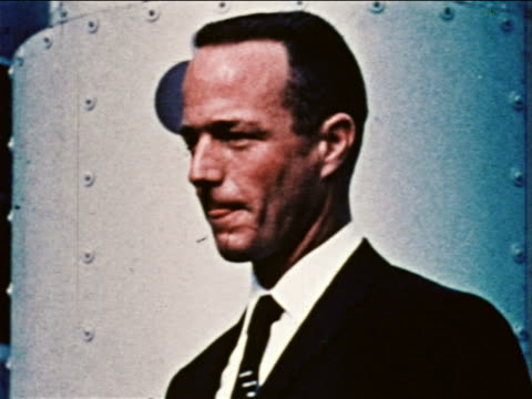 1959 close up astronaut scott carpenter wearing suit posing for portraits / newsreel - einzelner mann über 30 stock-videos und b-roll-filmmaterial