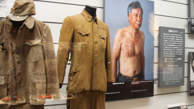 close up, at the atomic bomb museum nagasaki, photographs and exhibits inside a showcase displaying several injuries from people after the disaster. - 核兵器点の映像素材/bロール