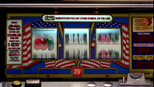 "vídeos y material grabado en eventos de stock de close up bars of slot machine landing on all ""cherries"" - tragaperras"